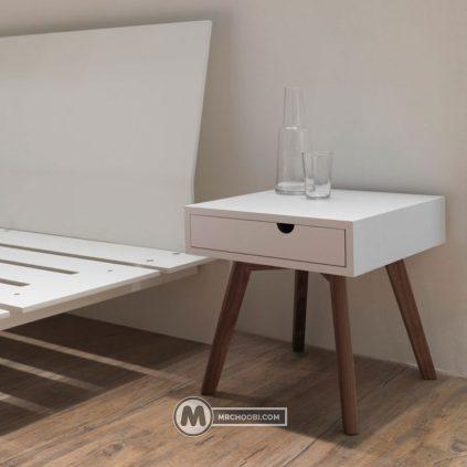 میز کنار تختی زرین